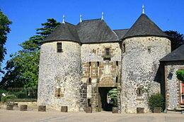 260px-Ch%C3%A2teau_de_Fresnay_sur_Sarthe
