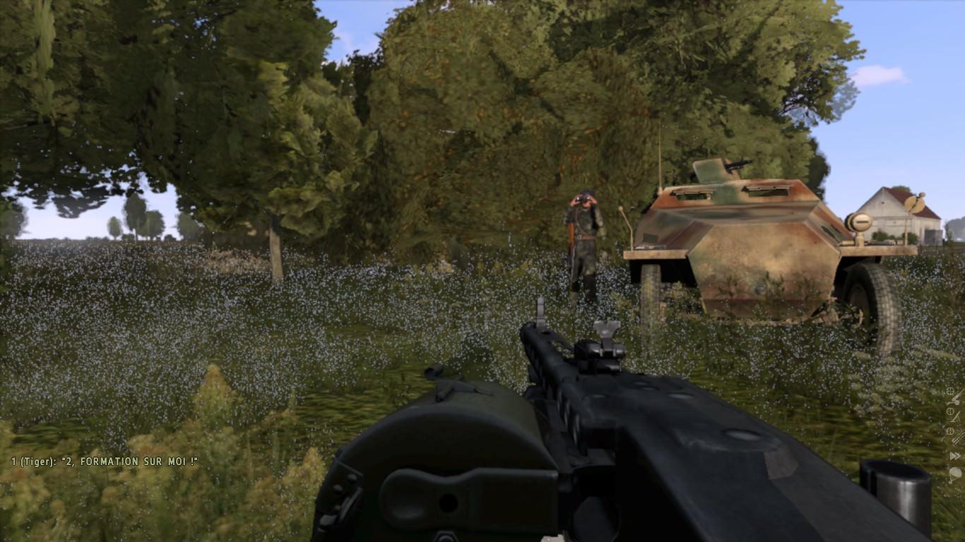 Joarius près d'un SDKF en train de scruter le champ de bataille avec ses jumelles